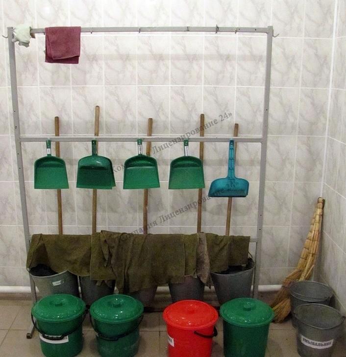 инвентарь для уборки в аптеке